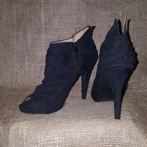 Nine West Suede Side Zipper Booties size 6 $20 Shoes